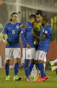 29B9D32800000578-3129214-Neymar_also_appeared_to_headbutt_Jeison_Murillo_the_Colombia_goa-a-5_1434612849296